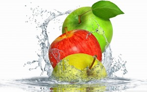Apples Splashing Water Wallpaper